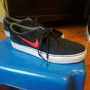 Nike Satire GS Sneakers